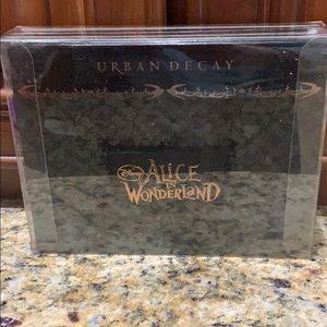 Urban Decay Alice in wonderland New in package